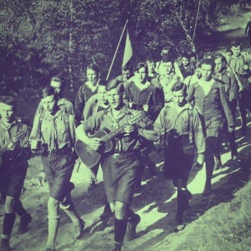 Die Pfadfinder und ihre Wurzeln in der Jugendbewegung. Hier: Gruppe des Steglitzer Wandervogels aus Berlin um 1930. Bundesarchiv, Bild 183-R24553 / CC-BY-SA 3.0